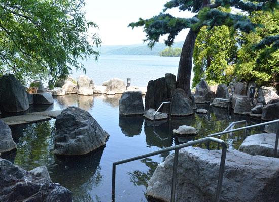 .阿寒湖温泉・あかん遊久の里鶴雅/湖畔の露天