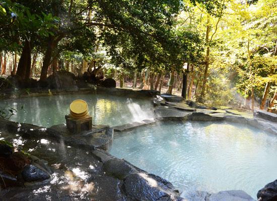 丸尾温泉・旅行人山荘(貸切露天風呂、赤松の湯)