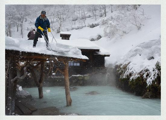 鶴の湯温泉/除雪作業風景