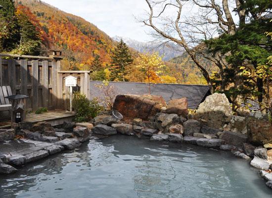 中の湯温泉・中の湯温泉旅館/男湯露天風呂