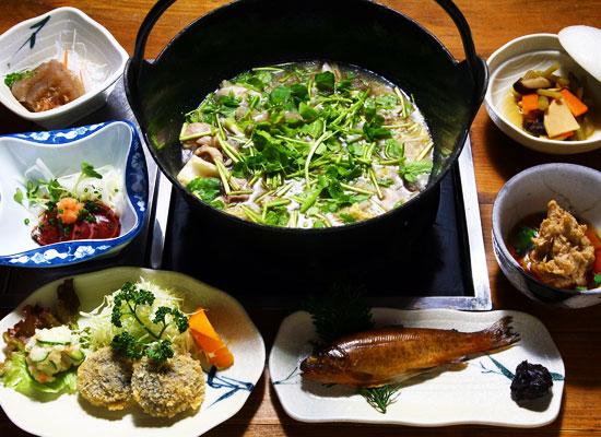奈良田温泉・白根館/夕食の一例