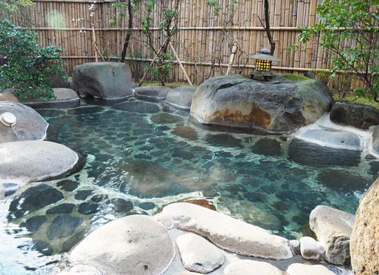 修善寺温泉・新井旅館/庭園風露天風呂「木漏れ日の湯」