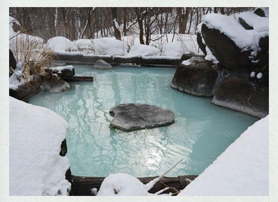 高湯温泉・吾妻屋「山翠」雪見の露天風呂