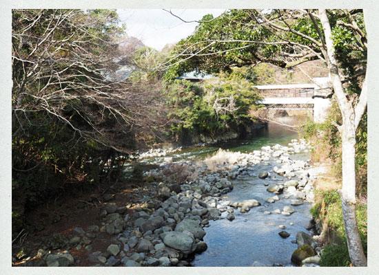 本谷川と猫越川の合流点