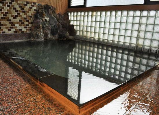 岩瀬湯本温泉・源泉亭湯口屋旅館/男湯・内湯