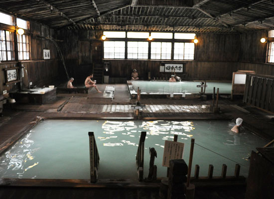 酸ヶ湯温泉・酸ヶ湯温泉旅館/ヒバ千人風呂