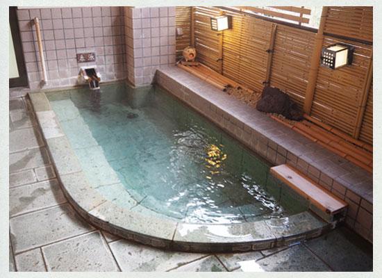 湯河原温泉・源泉上野屋/貸切半露天風呂「洗心の湯」