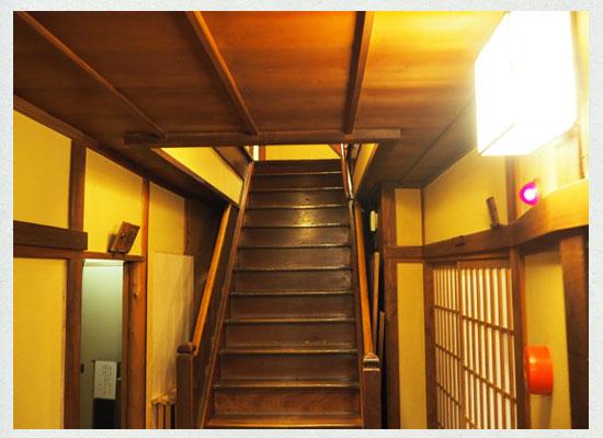 湯河原温泉・源泉上野屋/本館の階段