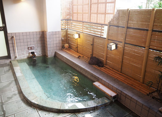 湯河原温泉・源泉 上野屋/貸切半露天風呂
