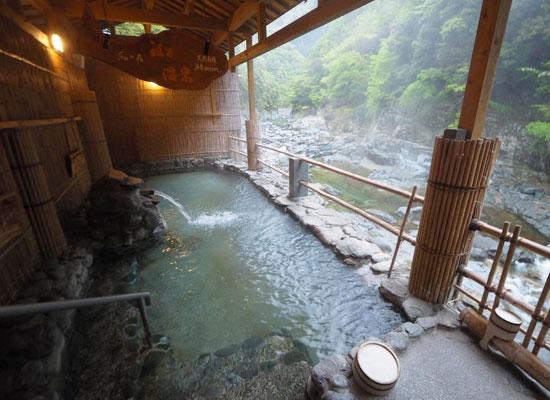 祖谷温泉・祖谷温泉ホテル/男女入替制の露天風呂「渓谷の湯」