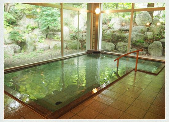 村杉温泉 風雅の宿 長生館/男湯の内湯「長寿の湯」