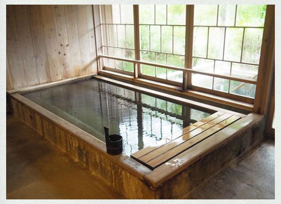 越後長野温泉・嵐渓荘/「山の湯」の「深湯」内湯