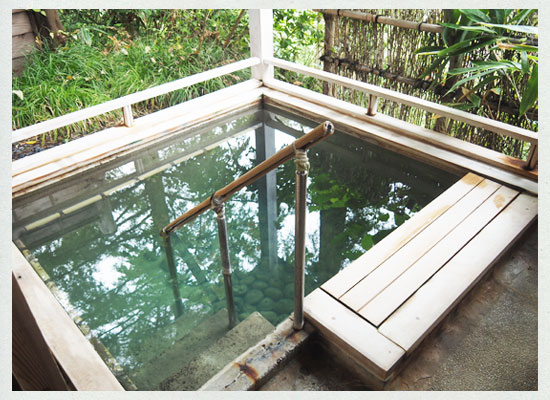 越後長野温泉・嵐渓荘/「山の湯」の「深湯」露天風呂